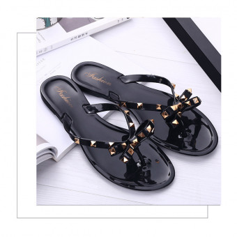 Non-slip indoor slippers pool shoes flip flops with rivet decoration