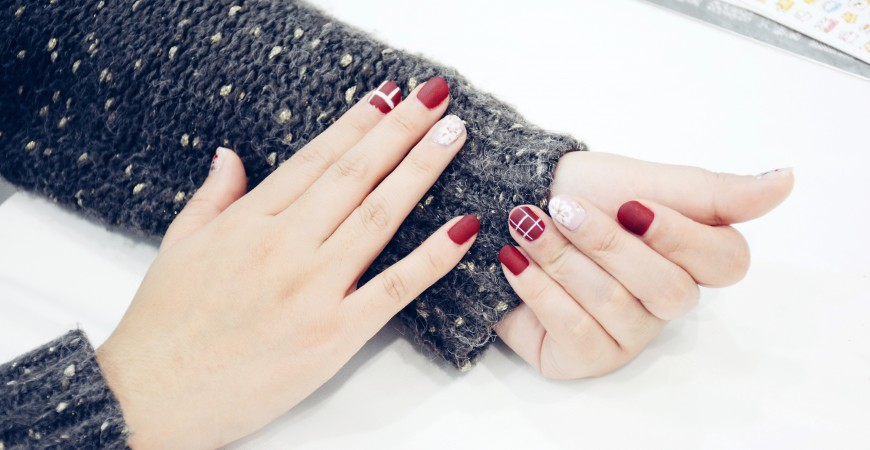 What are nail polish strips How to put nail polish strips